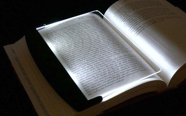 Đèn đọc sách thông minh kính nhựa