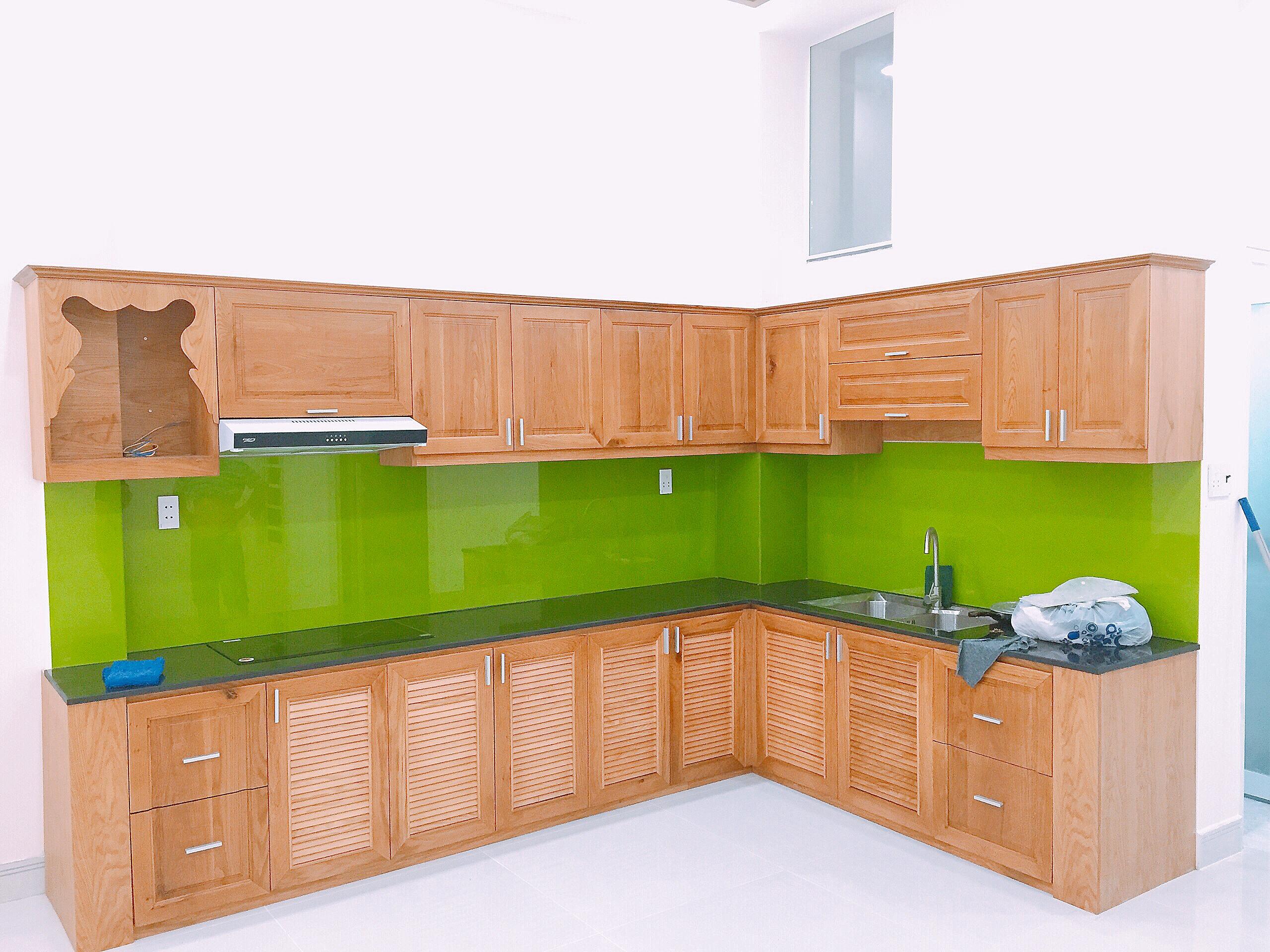 Tủ bếp gỗ sồi Mỹ tự nhiên giá rẻ